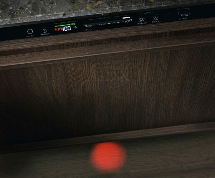 Индикация световым лучом в посудомойке Electrolux