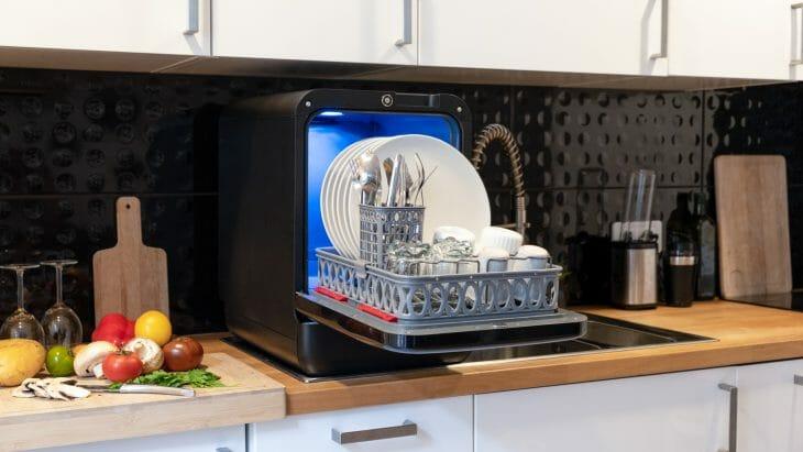 Компактная посудомоечная машина с подсветкой