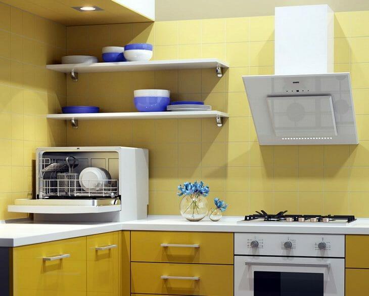 Настольная посудомойка Hansa на кухне