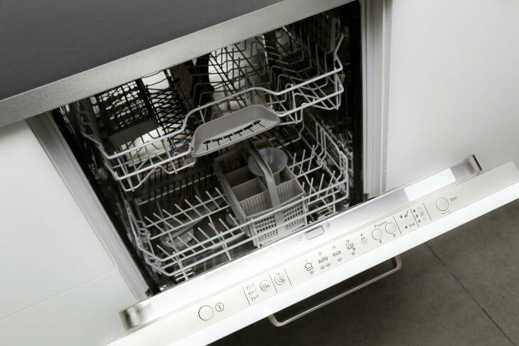 Панель управления посудомоечной машиной