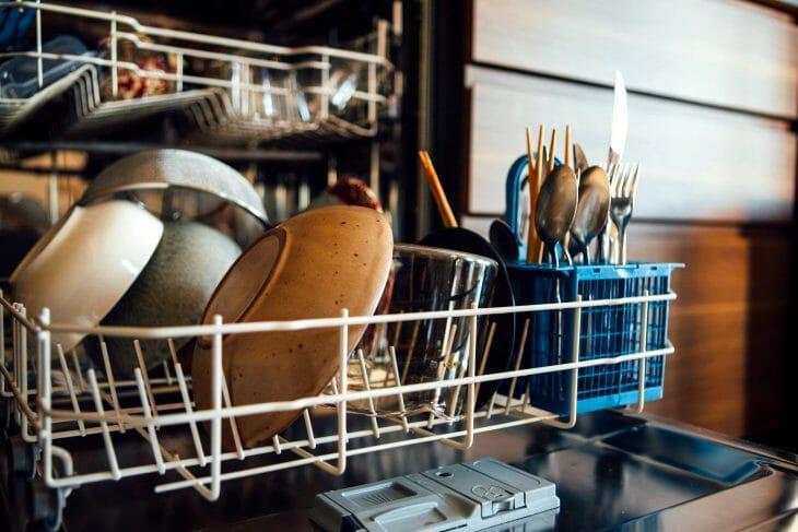 Посудомоечная машина вблизи