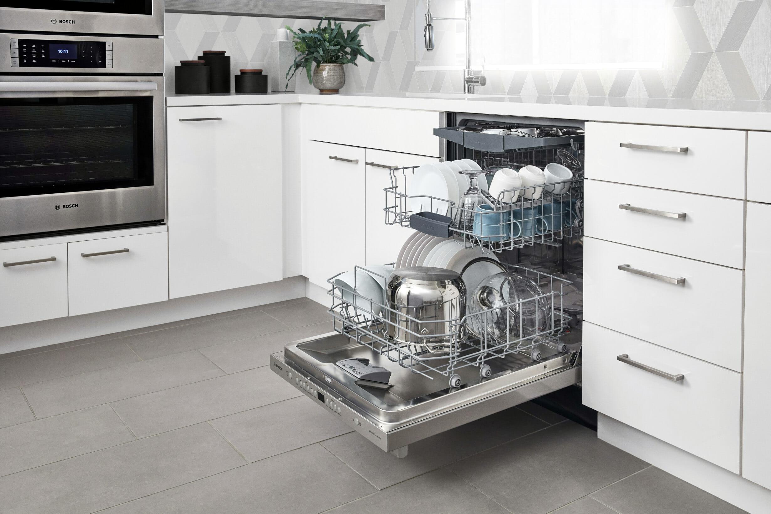 Узкая встроенная посудомойка