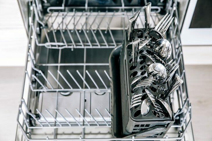 Вилки и ложки в посудомоечной машине