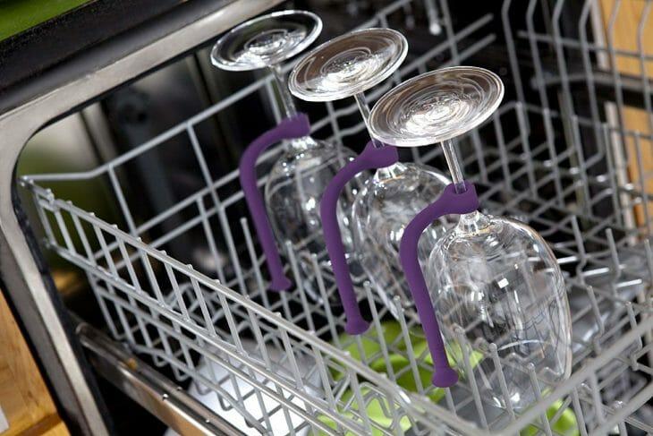 Стаканы в посудомойке