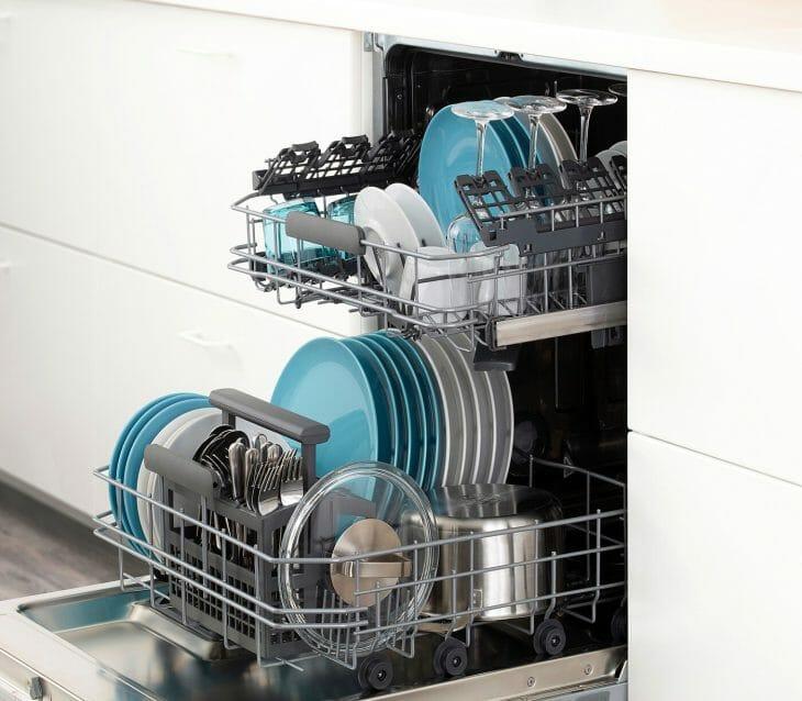 Загруженная посудомоечная машина Siemens 45 см