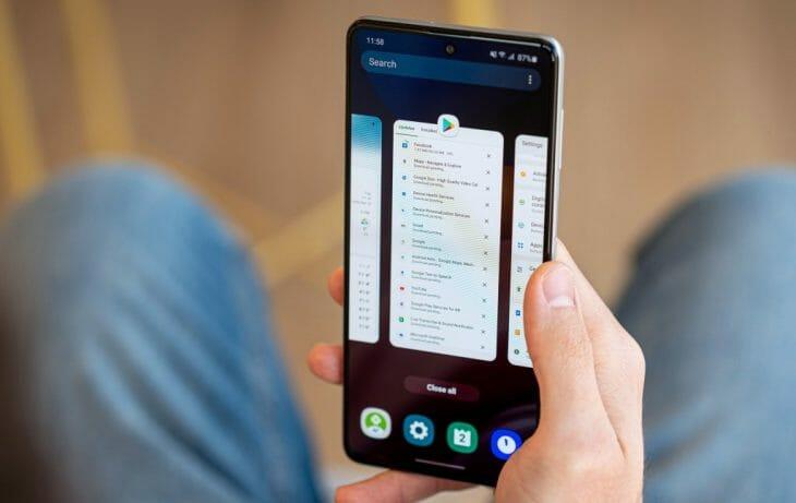 Безрамочный смартфон Samsung с большой батареей