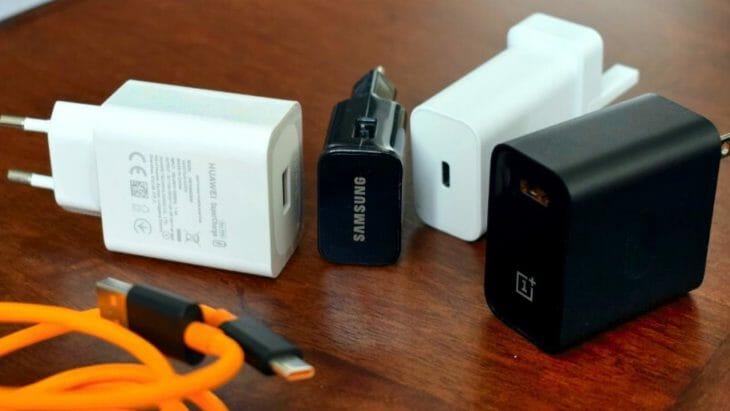 Блоки питания к телефонам разных брендов