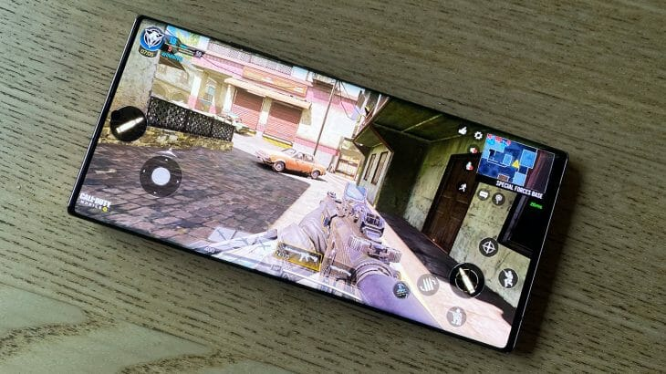 Экран смартфона Samsung с высоким разрешением