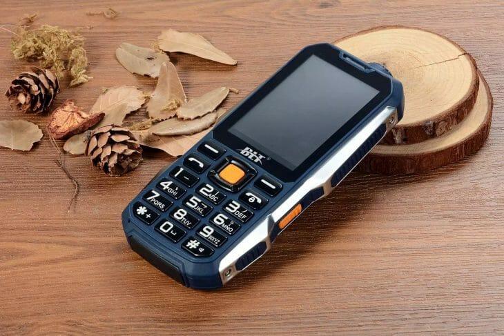 Кнопочный телефон с функцией павербанка