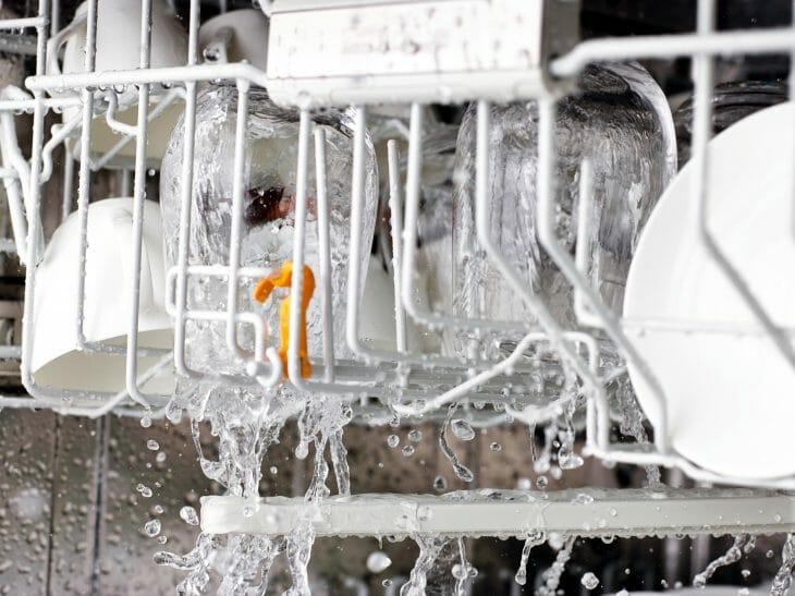 Ополаскивание посуды в посудомойке