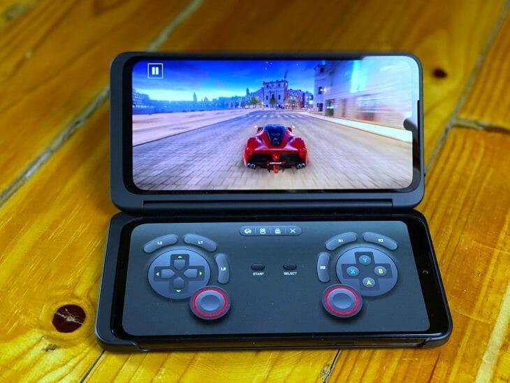 Смартфон с двумя экранами для игр