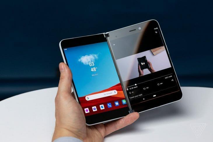 Смартфон с двумя экранами на Snapdragon