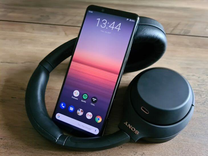 Смартфон Sony с емкой батареей