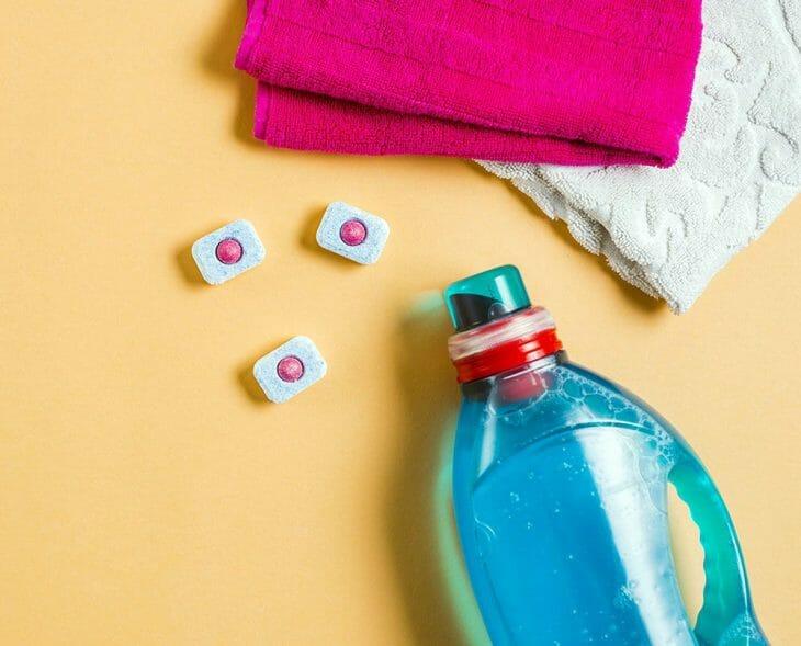 Таблетки и ополаскиватель для посудомоечной машины