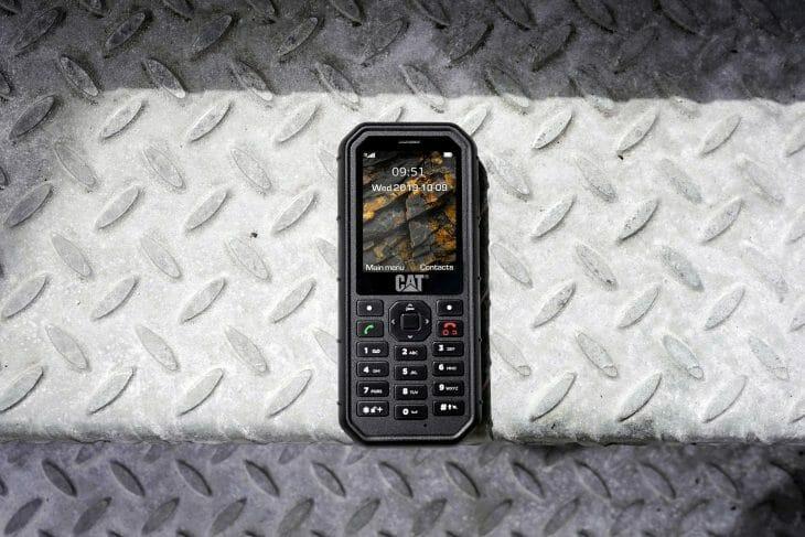 Защищенный телефон с нескользким корпусом