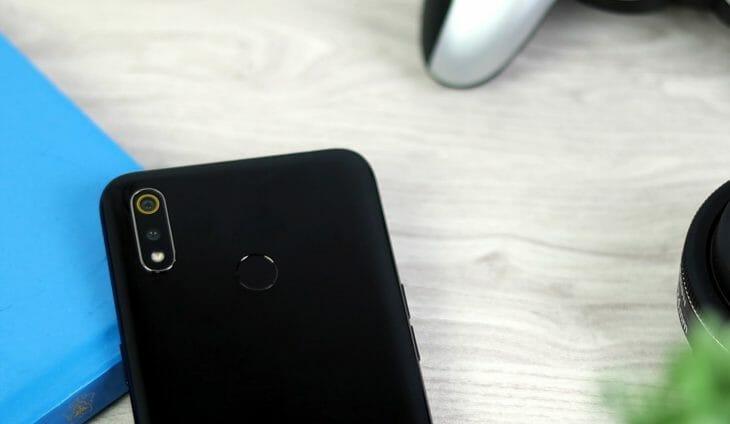 Бюджетный смартфон с двойным модулем фотокамеры