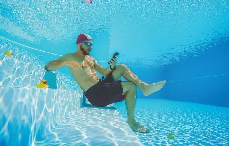 Использование водонепроницаемого телефона
