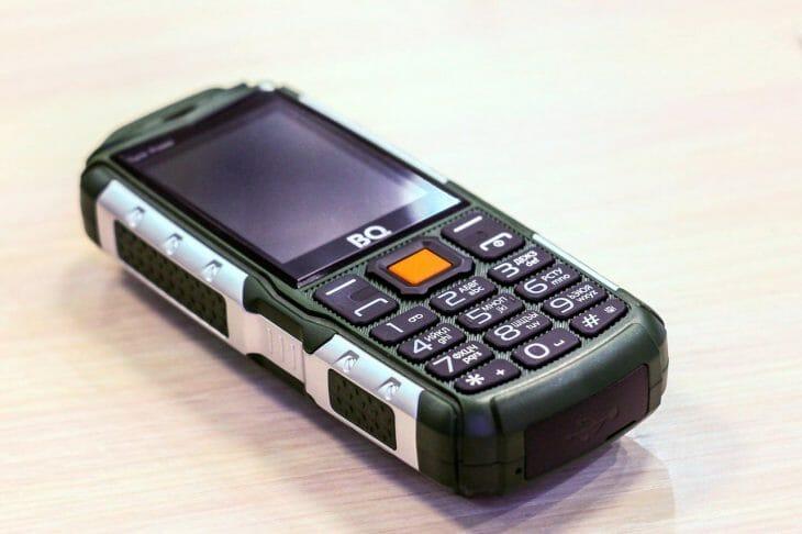 Кнопочный смартфон BQ с большим аккумулятором