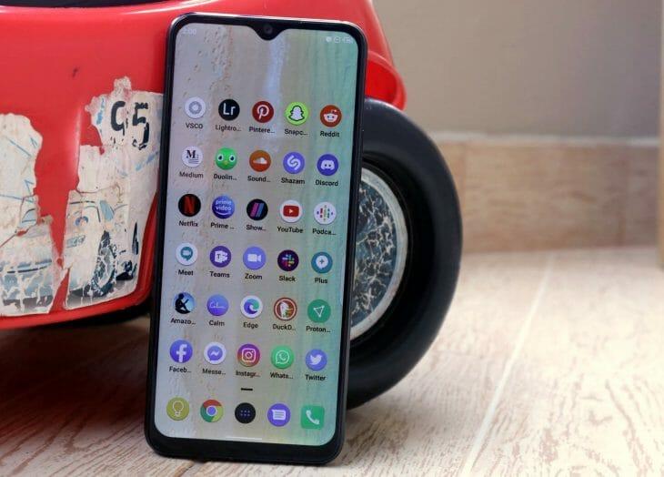 Недорогой телефон с большим экраном