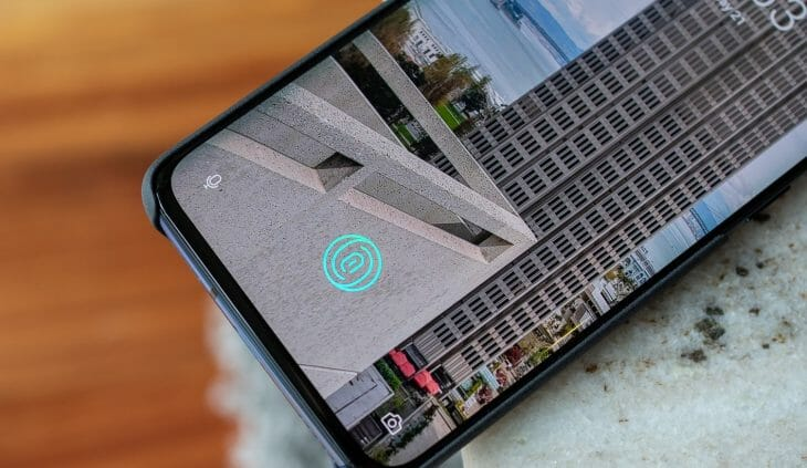 Расположение сканера отпечатка на экране телефона
