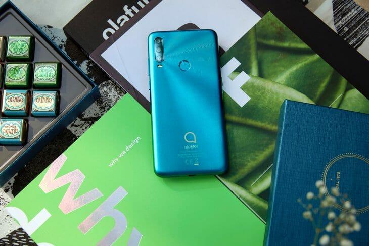 Типичный смартфон до 9000 рублей