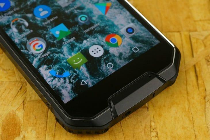 Внедорожный смартфон с емкой батареей