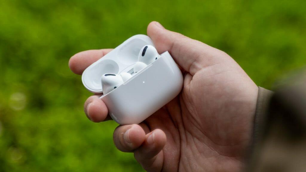 Apple AirPods Pro с кейсом для зарядки