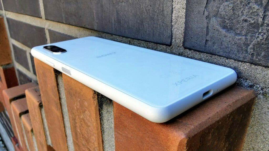 Компактный смартфон с 4 гигабайтами оперативной памяти