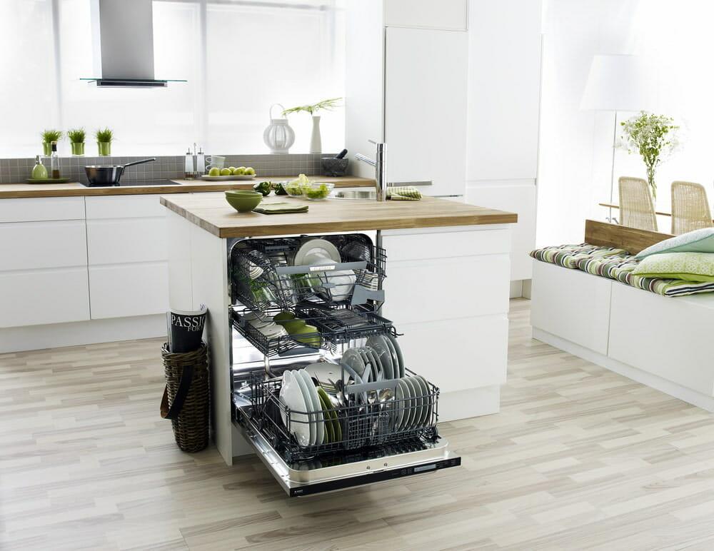 Посудомоечная машина в кухонном острове