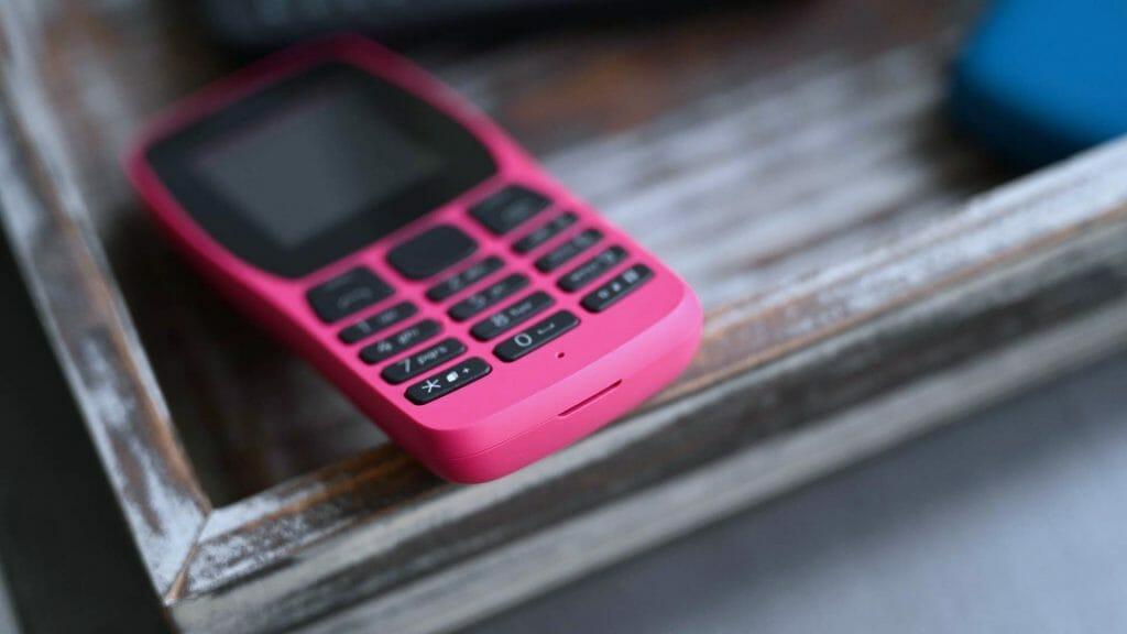 Простой телефон Nokia розового цвета