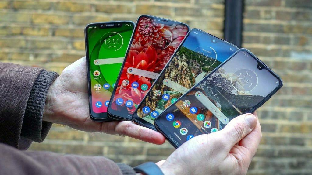 Телефоны с разными типами экранов