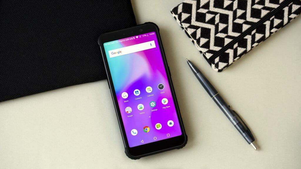 Водонепроницаемый смартфон с аккуратным дизайном
