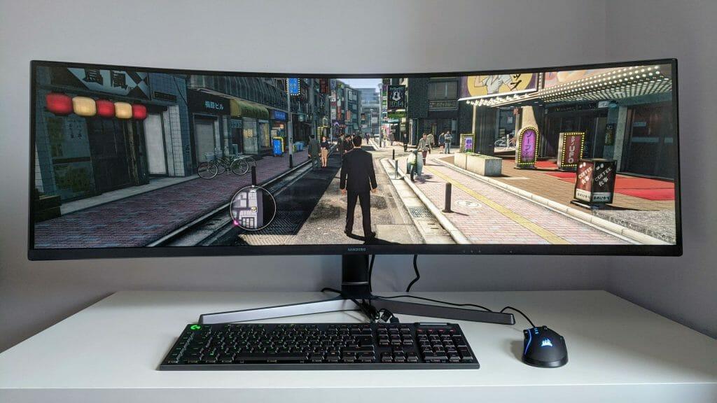 Ультраширокий монитор компьютера для геймера