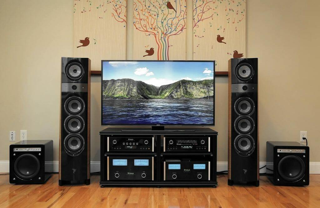 Телевизор и качественная акустика