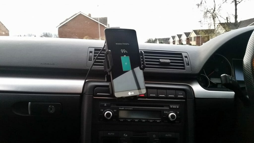 Беспроводная зарядка для телефона в авто