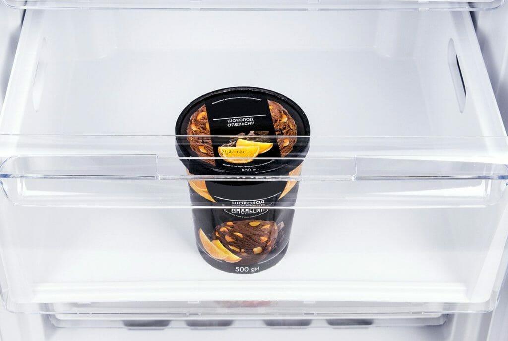 Мороженое в морозильной камере