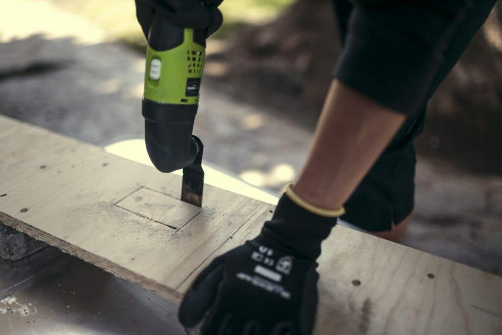Компактный реноватор для работы с деревом