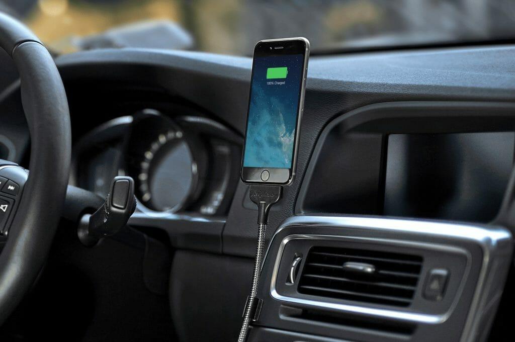 Держатель-зарядка для смартфона в машину
