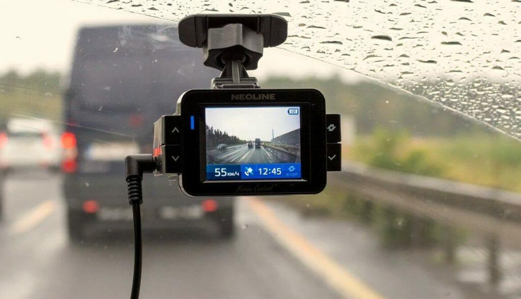 Компактный видеорегистратор на лобовом стекле