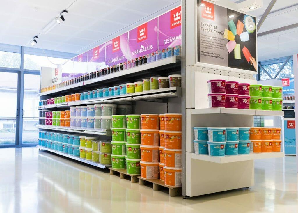 Витрина магазина с красками для потолка