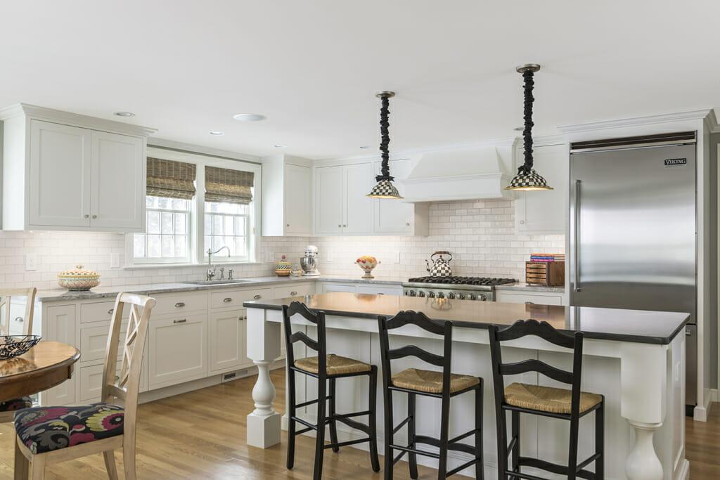 Потолок из акриловой краски на кухне