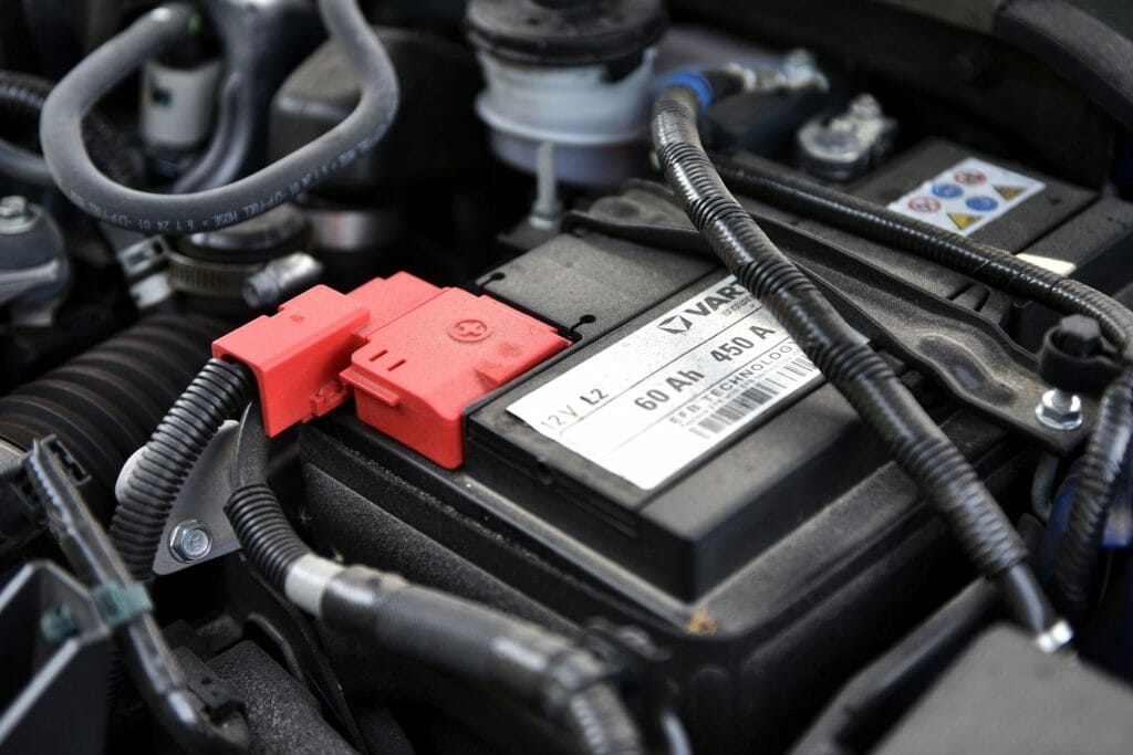 Установленный автоаккумулятор