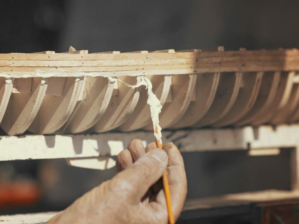 Вязкий клей для дерева