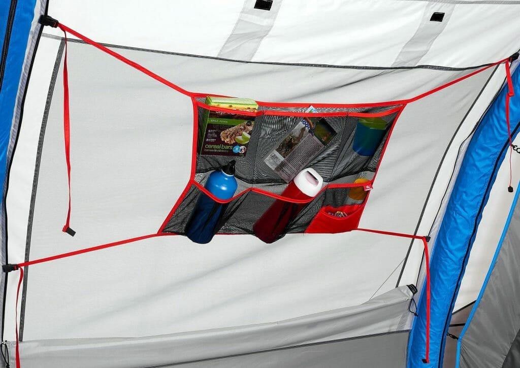 Боковые полочки внутри палатки