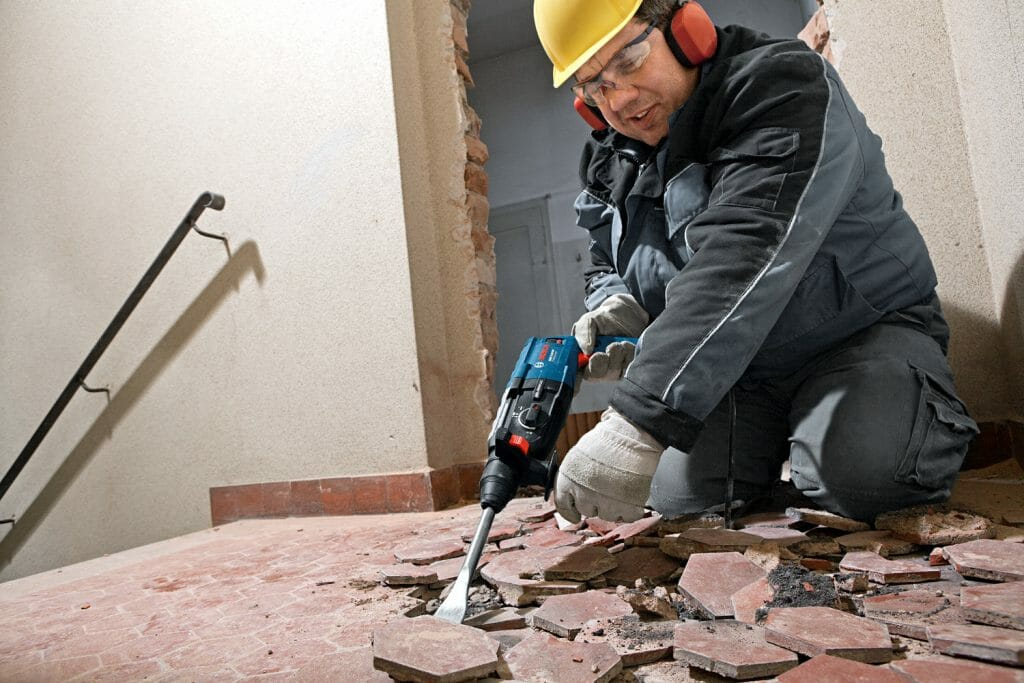 Демонтаж старой плитки перфоратором