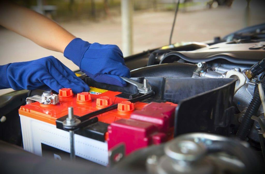 Фиксация аккумулятора в автомобиль