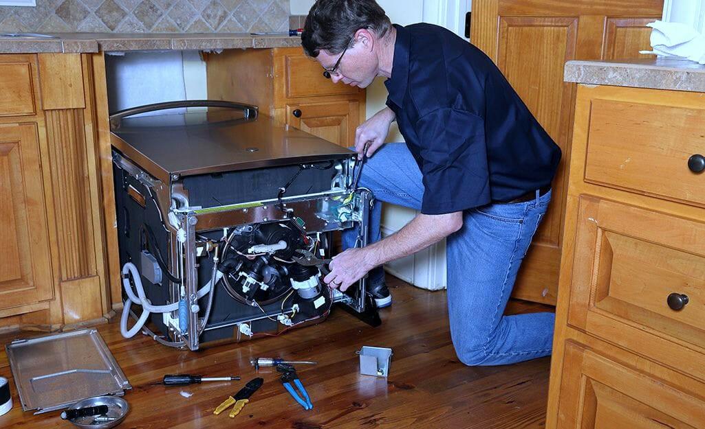 Мастер по ремонту посудомоечных машины
