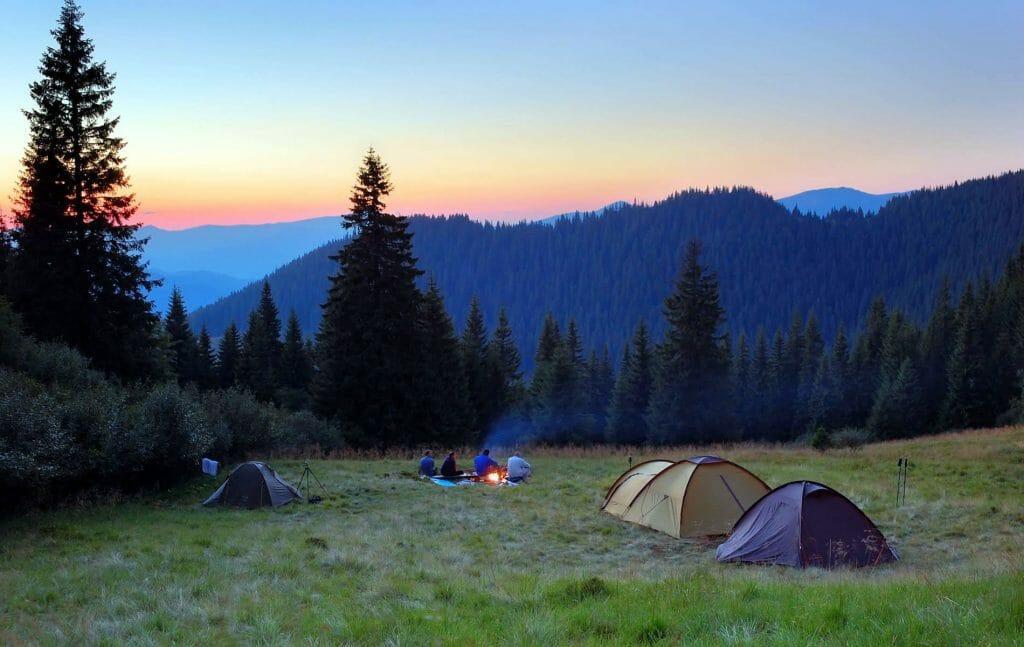 Палаточный городок в горах