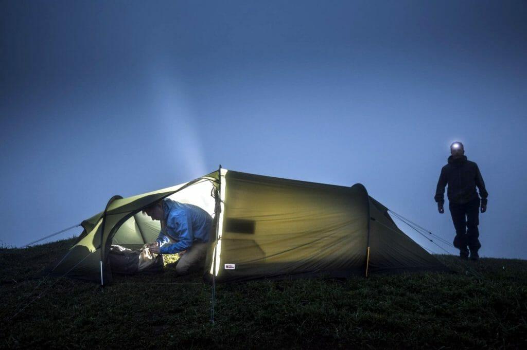 Туристическая палатка с тамбуром