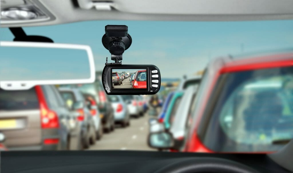 Установленный в машине видеорегистратор